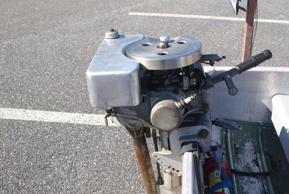Old Outboard Motors : Antique outboard motor club